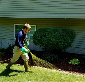 lawn care service company iowa